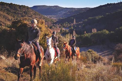 Imagen ruta a caballo por la zona de Cadalso.